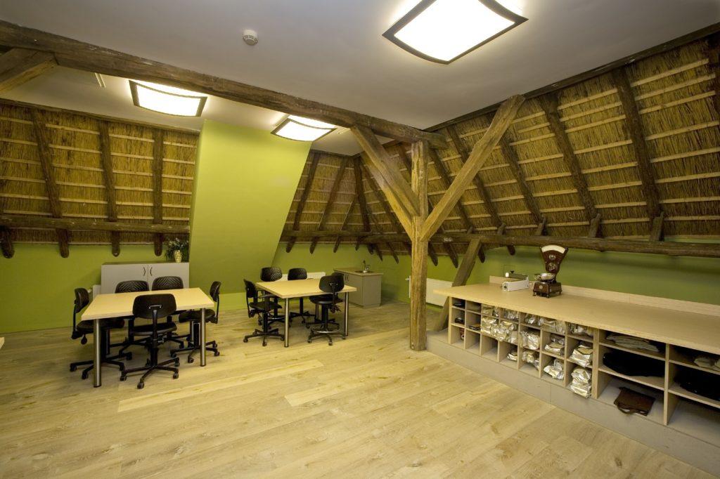 drijvers-oisterwijk-boerderij-houten-balken-kantoor-2-min