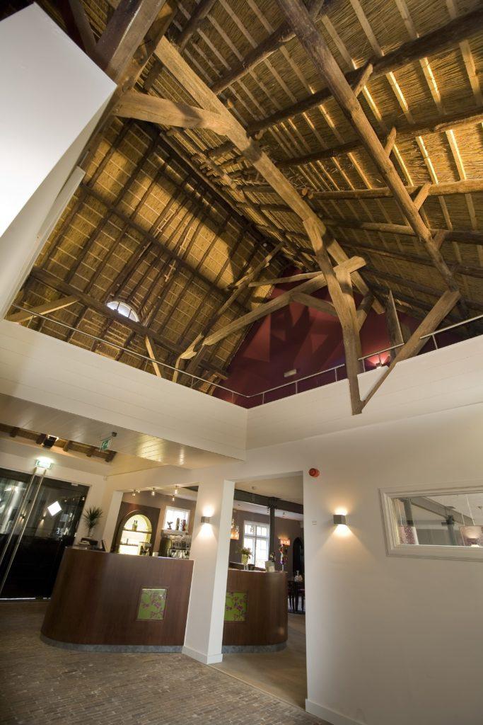 drijvers-oisterwijk-boerderij-houten-balken-kantoor-min