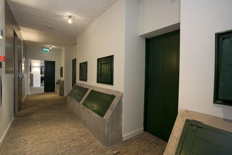 drijvers-oisterwijk-boerderij-houten-balken-kantoor-oude-stallen-min
