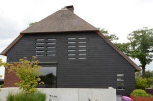 drijvers-oisterwijk-boerderij-riet-houten-gevel-ramen-1