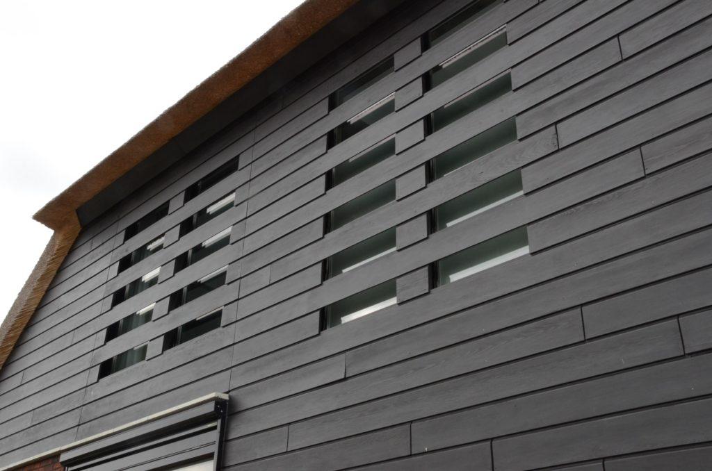 drijvers-oisterwijk-boerderij-riet-houten-gevel-ramen