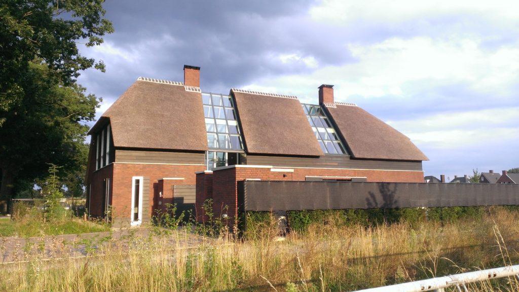 drijvers-oisterwijk-boerderij-riet-schoorsteen-houten-balken-wolfseind-baksteen-1