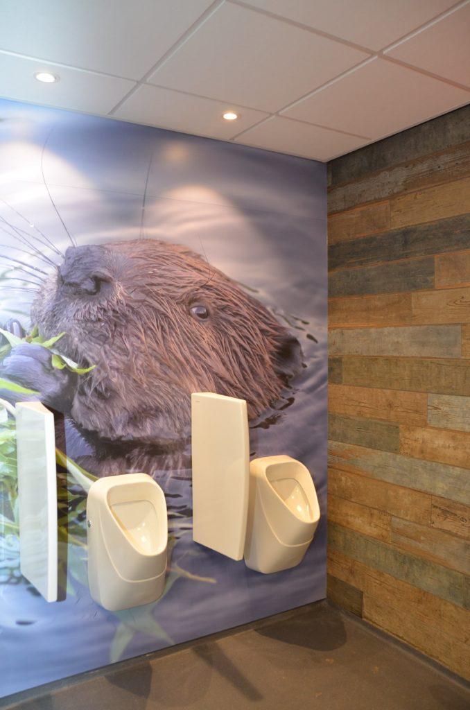 drijvers-oisterwijk-havenkantoor-interieur-behang-urinoir-toiletten-1-min