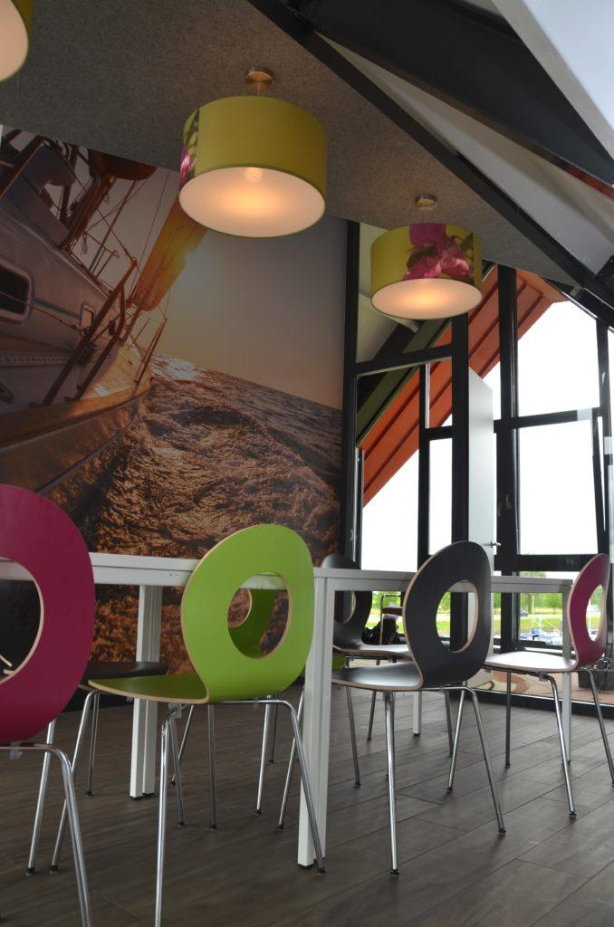 drijvers-oisterwijk-havenkantoor-interieur-kantoor-kantine-behang-boot-min