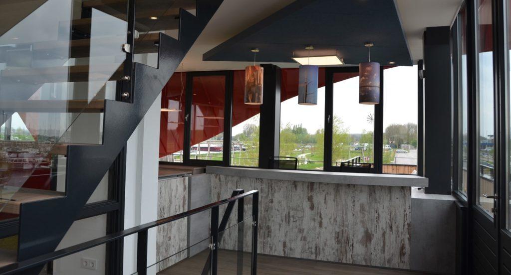 drijvers-oisterwijk-havenkantoor-interieur-kantoor-trap-lampen-1-min