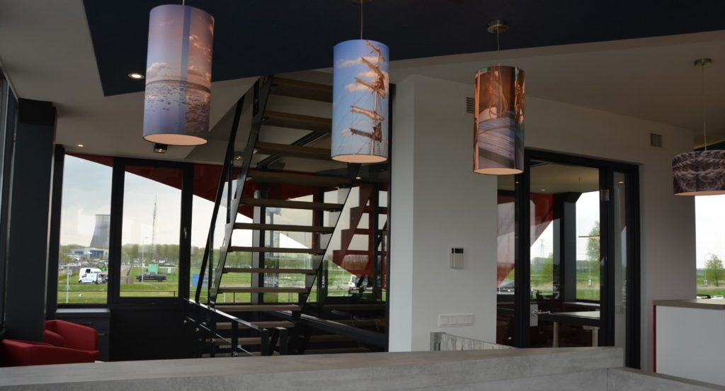 drijvers-oisterwijk-havenkantoor-interieur-kantoor-trap-lampen-min