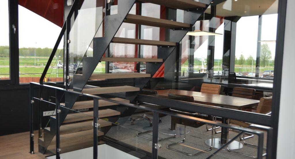 drijvers-oisterwijk-havenkantoor-interieur-kantoor-trap-min
