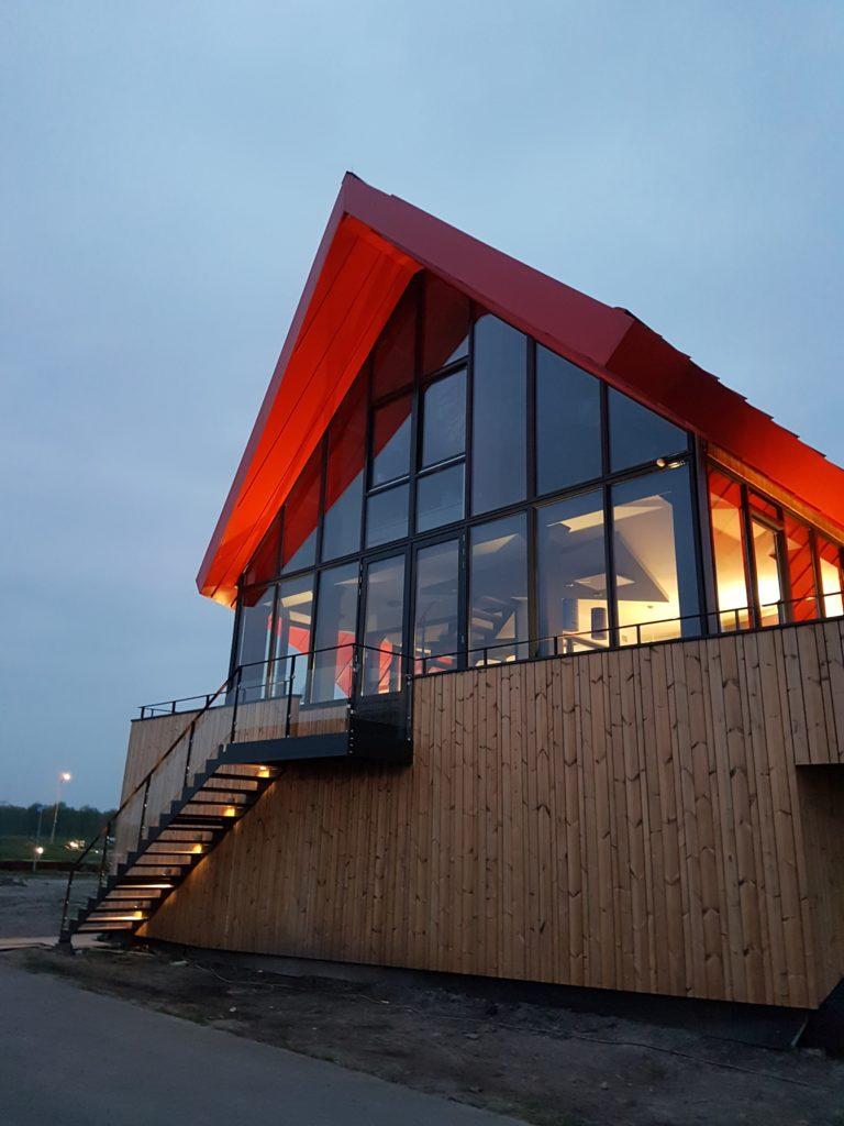 drijvers-oisterwijk-havenkantoor-ramen-felsdak-aluminium-dak-trap-min