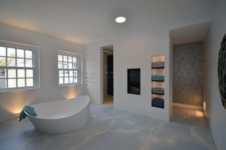 drijvers-oisterwijk-interieur-badkamer-bad-kraan-planken
