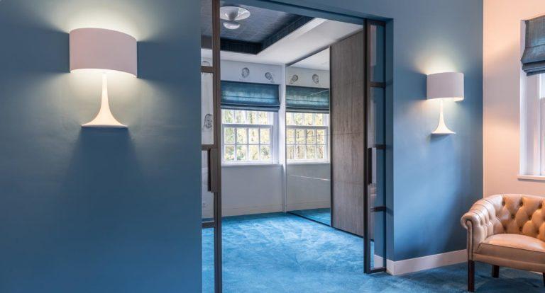 drijvers-oisterwijk-interieur-kledingkast-lampen-schuifdeur