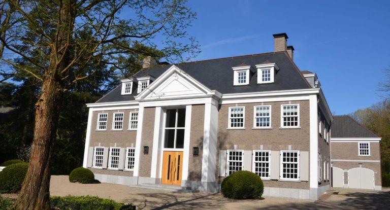 drijvers-oisterwijk-landelijke-modern-villa-raam-voordeur-1