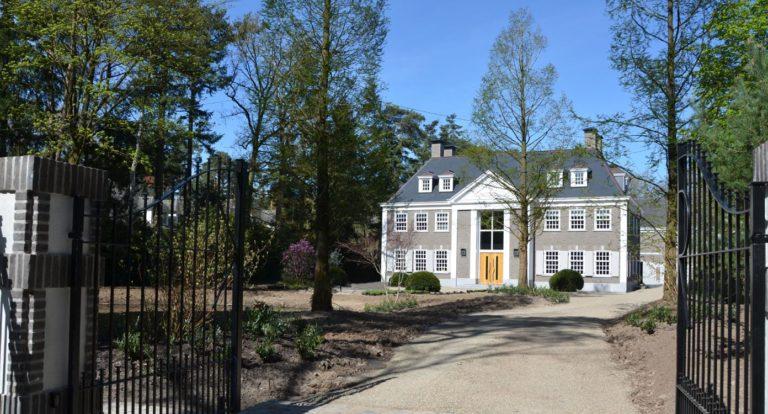 drijvers-oisterwijk-landelijke-villa-raam-voordeur-bomen