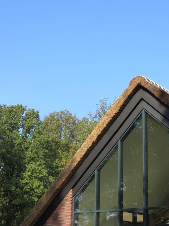 drijvers-oisterwijk-bosvilla-riet-hout-bungalow (1)