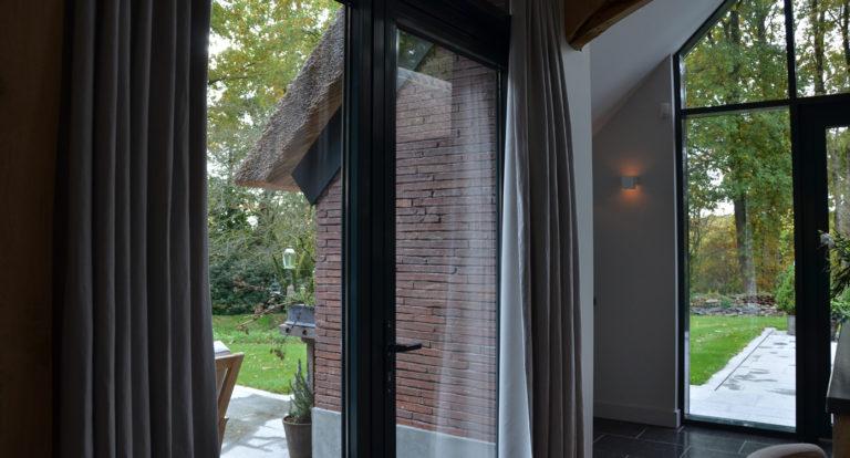 drijvers-oisterwijk-bosvilla-riet-hout-bungalow (15)