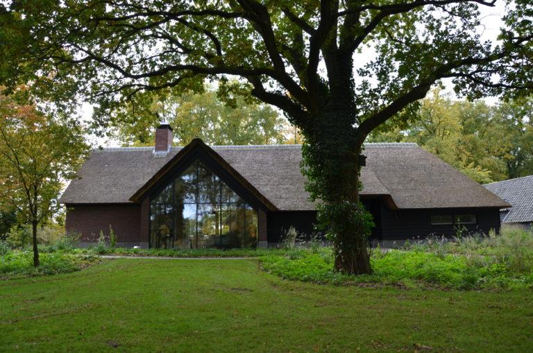 drijvers-oisterwijk-bosvilla-riet-hout-bungalow (18)