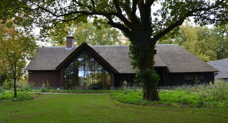 drijvers-oisterwijk-bosvilla-riet-hout-bungalow (3)