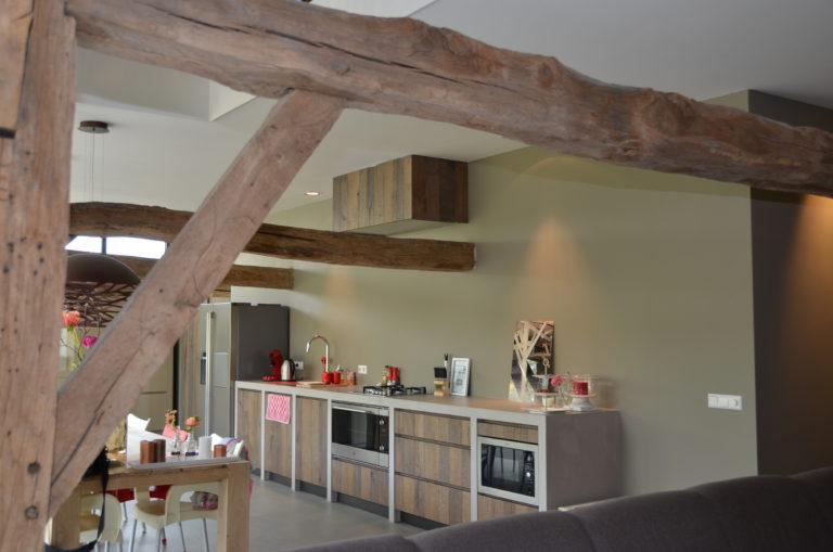 drijvers-oisterwijk-interieur-landelijke-houtespant-gestuct-keuken