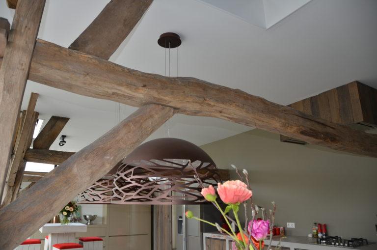 drijvers-oisterwijk-interieur-landelijke-houtespant-gestuct-lamp