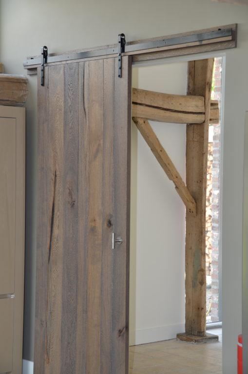 drijvers-oisterwijk-interieur-landelijke-houtespant-gestuct-schuifdeur-1