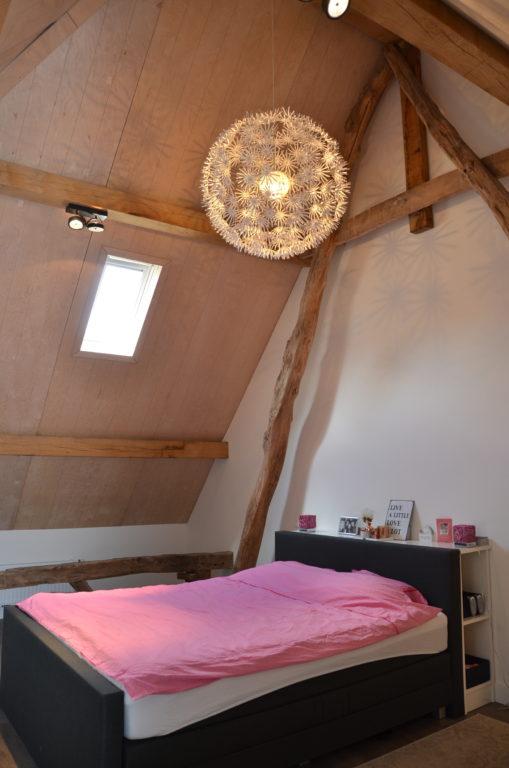 drijvers-oisterwijk-interieur-landelijke-houtespant-gestuct-slaapkamer-dakraam-hout