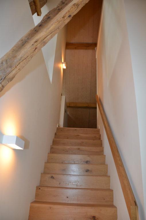 drijvers-oisterwijk-interieur-landelijke-houtespant-gestuct-trap-hout