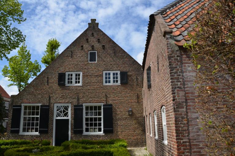drijvers-oisterwijk-landelijk-boederij-baksteen-dakpannenluiken-glas-1