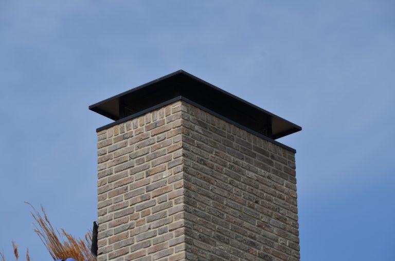 drijvers-oisterwijk-schuurwoning-riet-hout-detail-schoorsteen-min