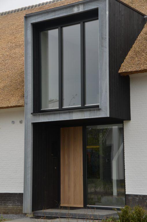 drijvers-oisterwijk-boerderij-villa-wit- geverfd-baksteen-riet-ramen-voordeur