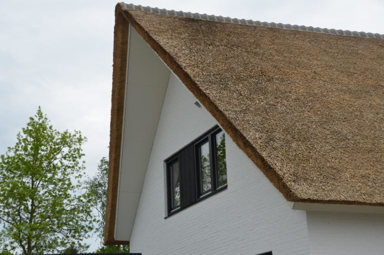 drijvers-oisterwijk-boerderij-villa-wit- geverfd-baksteen-riet-ramen-wolfseind