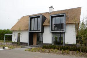 drijvers-oisterwijk-boerderij-villa-wit- geverfd-baksteen-riet-ramen-wolfseind-schoorsteen-4