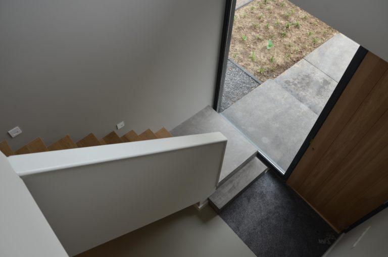 drijvers-oisterwijk-interieur-gang-trap-voordeur-schoonloopmat