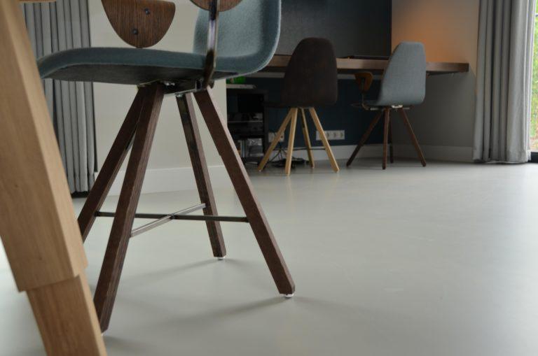 drijvers-oisterwijk-interieur-kantoor-stoelen-hout