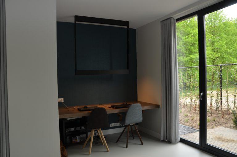 drijvers-oisterwijk-interieur-kantoor-stoelen-hout-ramen-