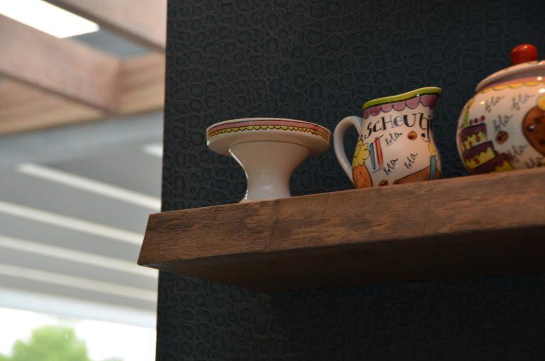 drijvers-oisterwijk-interieur-keuken-behang-blond-amsterdam-hout-plank