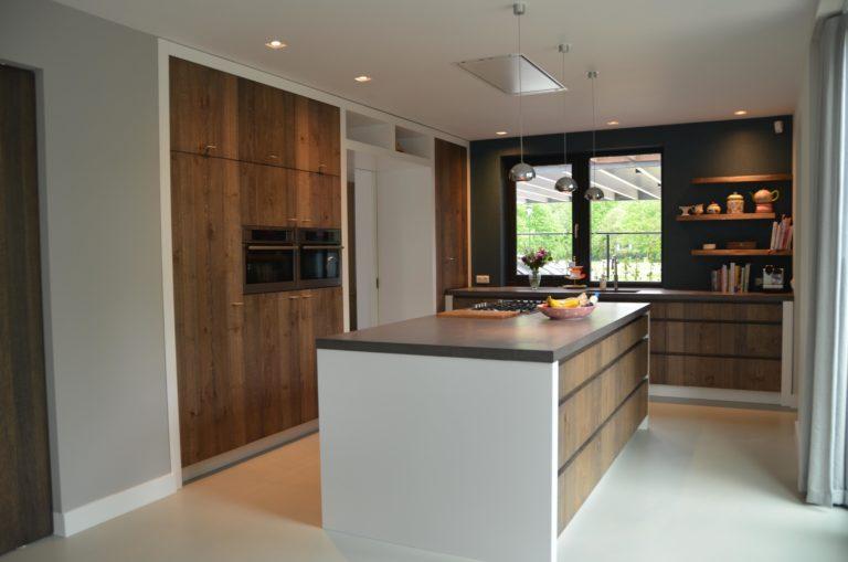 drijvers-oisterwijk-interieur-keuken-kraan-hout-ramen-fornuis-kookeiland