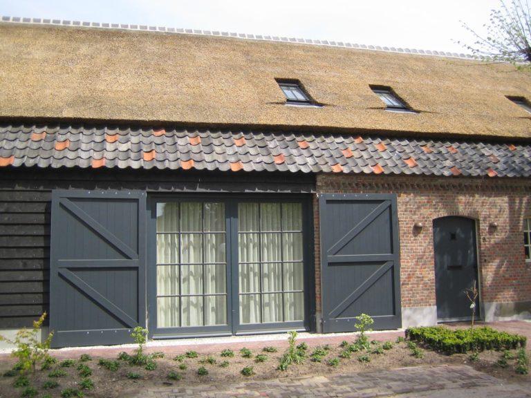 drijvers-oisterwijk-boerderij-dakpannen-wolfseind-houten-gevel-raam-schoosteen