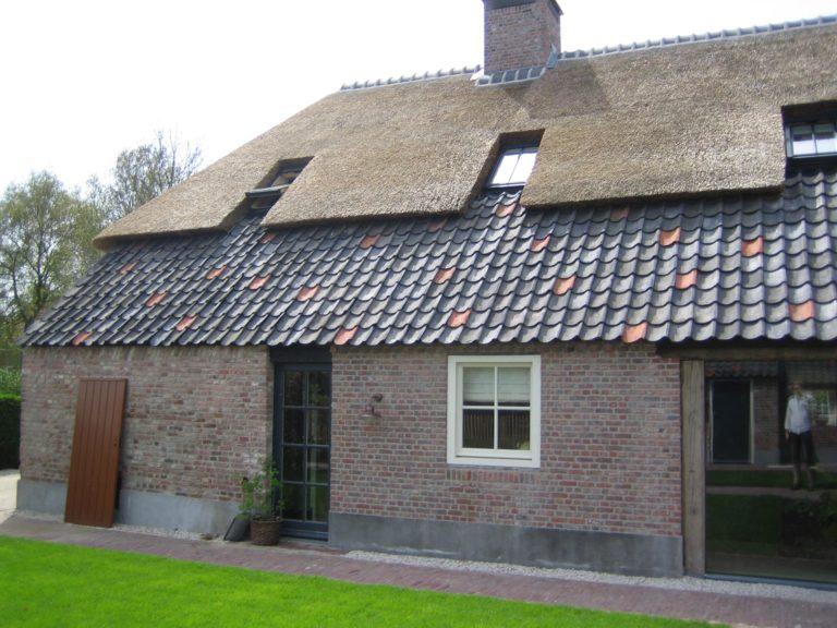drijvers-oisterwijk-boerderij-dakpannen-wolfseind-raam-schoosteen-1