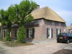 drijvers-oisterwijk-boerderij-dakpannen-wolfseind-raam-schoosteen-5