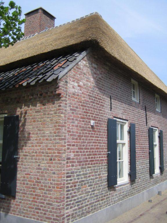 drijvers-oisterwijk-boerderij-dakpannen-wolfseind-raam-schoosteen