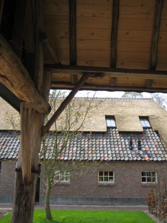 drijvers-oisterwijk-boerderij-dakpannen-wolfseind-raam-schoosteen-houten-balk