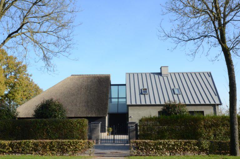 drijvers-oisterwijk-someren-villa-boerderij-modern-architectuur-riet-zink (7)