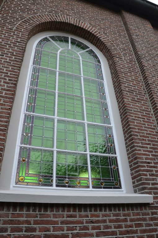 drijvers-oisterwijk-kerk-kerkstraat-verbouwing-exterieur-glas-in-lood-bakstenen-pannendak-utiliteit(3)