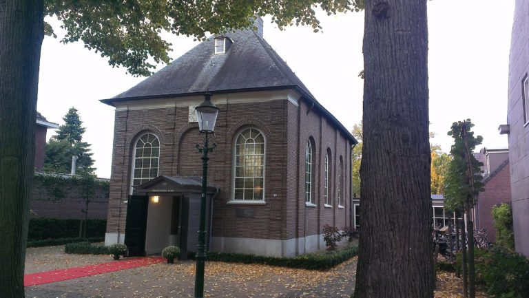 drijvers-oisterwijk-kerk-kerkstraat-verbouwing-exterieur-glas-in-lood-bakstenen-pannendak-utiliteit(6)