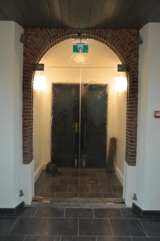 drijvers-oisterwijk-kerk-kerkstraat-verbouwing-interieur-traditioneel-glas-in-lood-utiliteit (14)