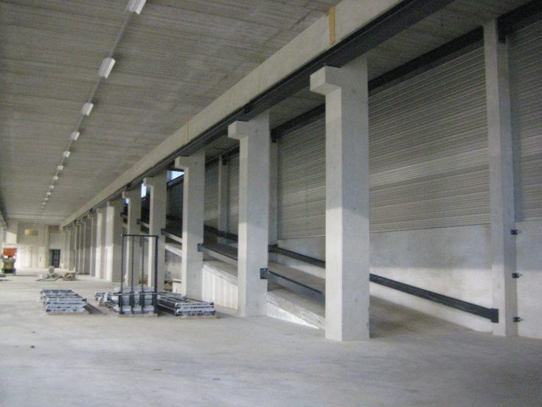 drijvers-oisterwijk-utiliteit-bedrijfshal-exterieur-nieuwbouw-zink-baksteen-rood-pui-hellingbaan (10)-min