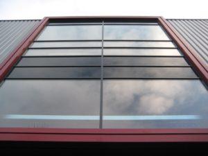 drijvers-oisterwijk-utiliteit-bedrijfshal-exterieur-nieuwbouw-zink-baksteen-rood-pui-hellingbaan (14)-min