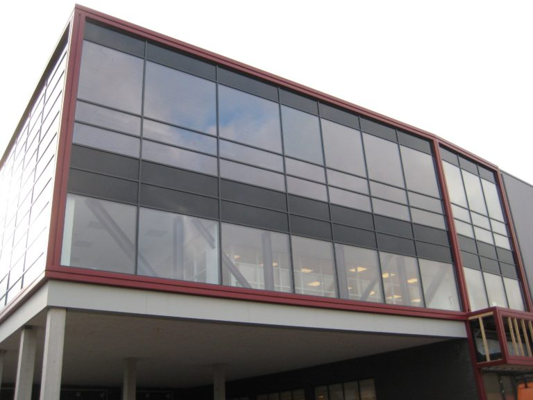 drijvers-oisterwijk-utiliteit-bedrijfshal-exterieur-nieuwbouw-zink-baksteen-rood-pui-hellingbaan (19)-min