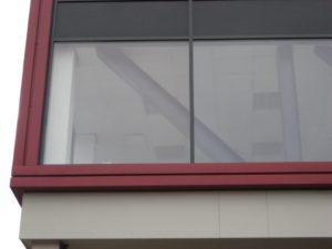 drijvers-oisterwijk-utiliteit-bedrijfshal-exterieur-nieuwbouw-zink-baksteen-rood-pui-hellingbaan (22)-min