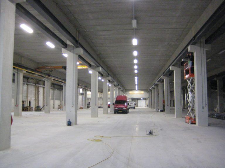 drijvers-oisterwijk-utiliteit-bedrijfshal-exterieur-nieuwbouw-zink-baksteen-rood-pui-hellingbaan (6)-min
