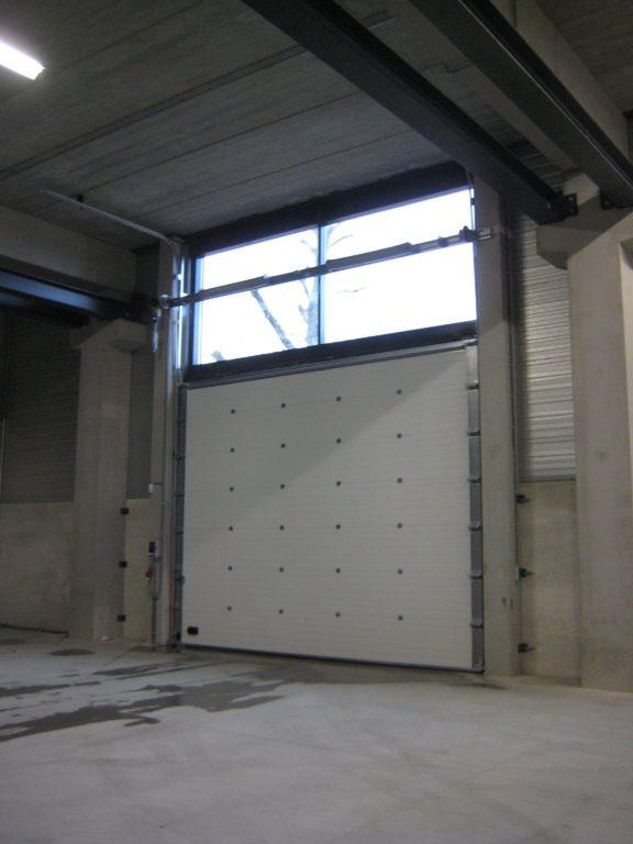 drijvers-oisterwijk-utiliteit-bedrijfshal-exterieur-nieuwbouw-zink-baksteen-rood-pui-hellingbaan (8)-min